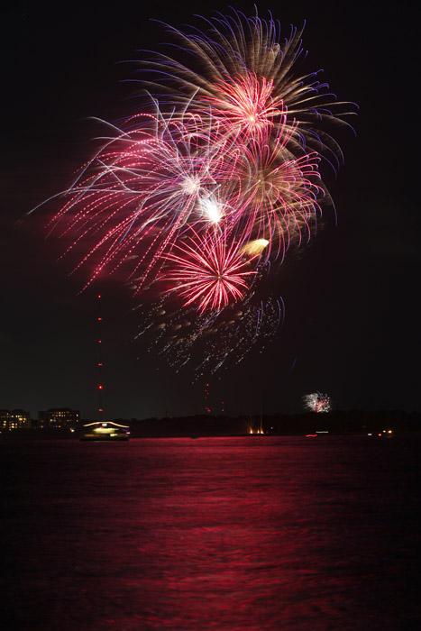 web_fireworks_0114
