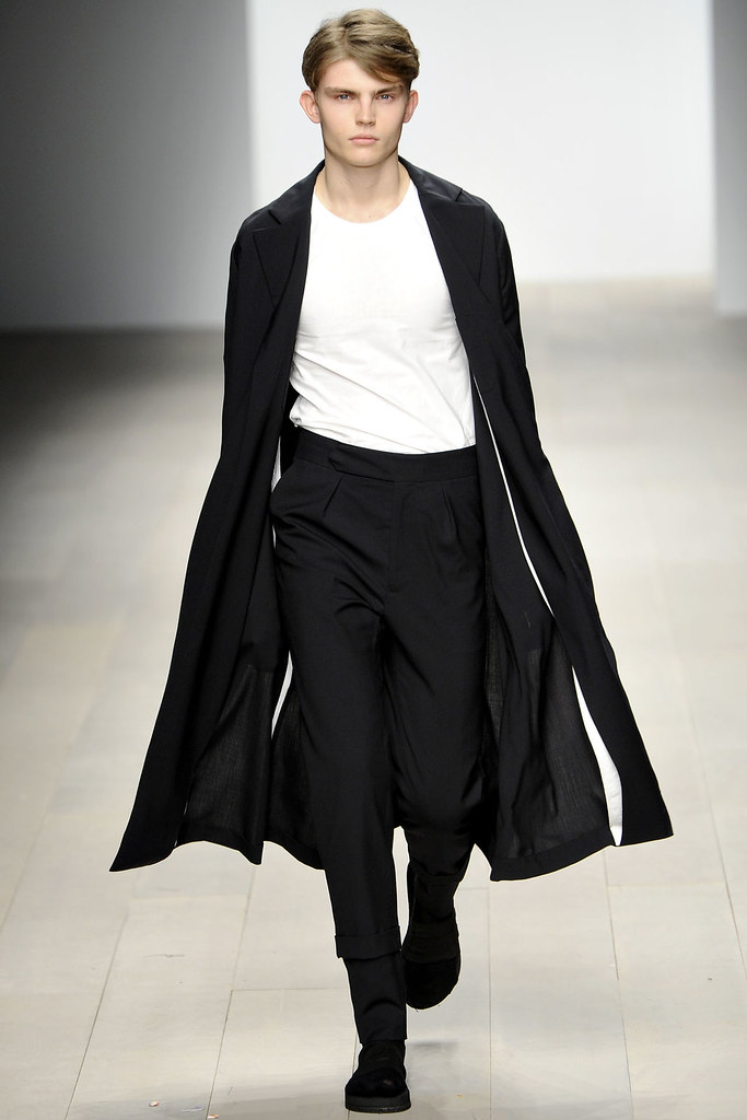 Timothy Kelleher3140_FW12 London Central Saint Martins(VOGUE)