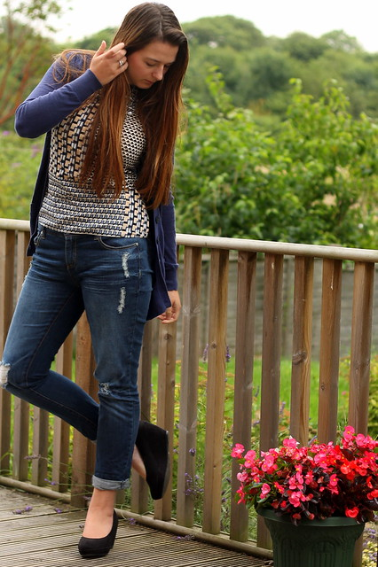 OOTD, outfit of the day, uk style blog, navy cardigan, dorothy perkins top, boyfriend jeans, flatforms