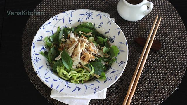 Zucchini noodle chicken salad (Phở bí ngòi trộn)