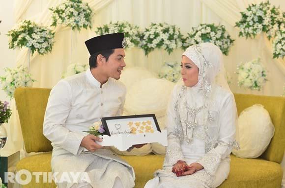 8922519729 3604ba6d2e o Gambar Perkahwinan Izzue Islam dan Awin Nurin