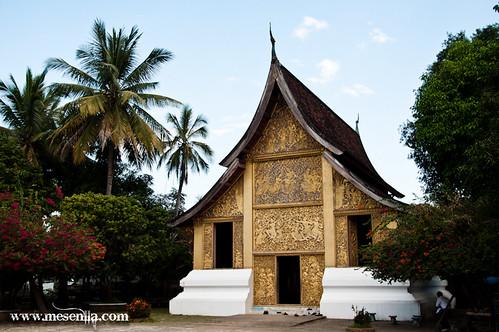 Temple de Luang Prabang amb les parets decorades