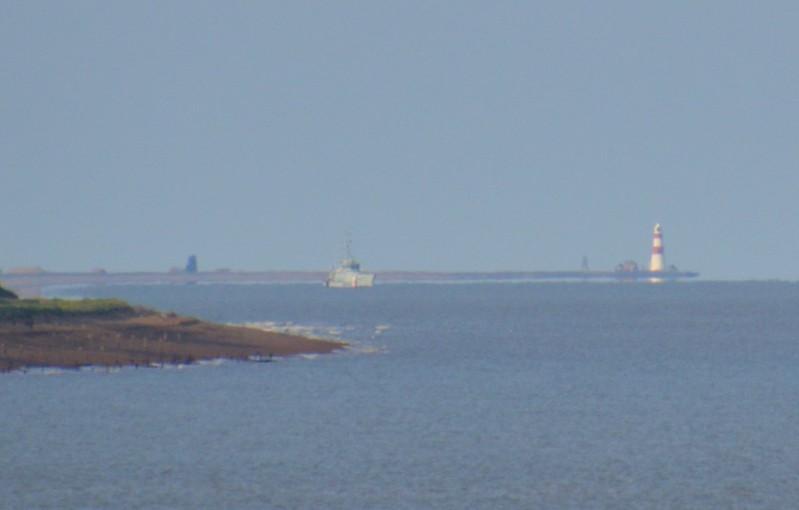Orfordness and UKBA boat 080