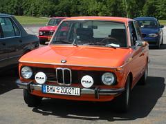 bmw e9(0.0), coupã©(0.0), convertible(0.0), sports car(0.0), automobile(1.0), family car(1.0), vehicle(1.0), bmw new six(1.0), antique car(1.0), sedan(1.0), land vehicle(1.0), luxury vehicle(1.0),