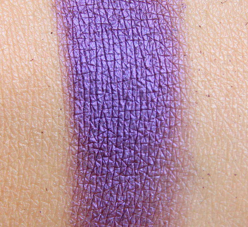 Inglot 439 eyeshadow swatch