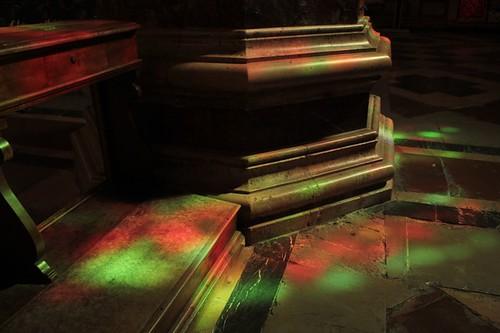 L'interno della Cattedrale: riflessi colorati