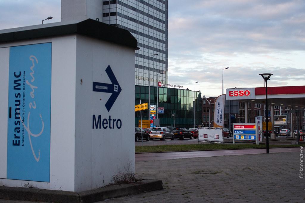 Указатель метро в Роттердаме