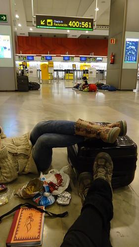 Esperando en el aeropuerto by LaAntonia_ jelou