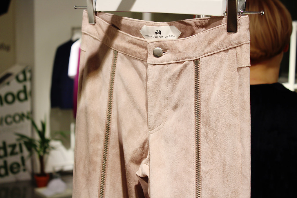 My experience at H&M Latvia Showroom where I saw the upcoming Spring 2014 collection that featured items for both men and women. My take on H&M Spring 2014 collection through bloggers eyes. Preview of H&M Spring 2014 collection also had items of new collection from H&M Home