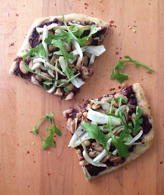 Lunch today: Cannellini Bean & Fennel Flatbread with the optional olive spread and topped with arugula... So good!
