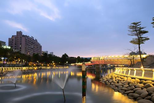 longexposure bridge lake night reflections landscape nightscape taiwan olympus kaohsiung bluehour 高雄 夜景 magichour loveriver 愛河 em1 如意湖 愛河之心 1240mmf28 heartoftheloveriver ruyilake
