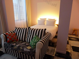 Habitación del Hotel Mama Shelter en Burdeos (Francia)