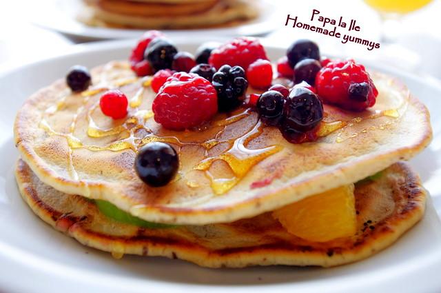 Pancakes cu ciocolata si fructe (1)