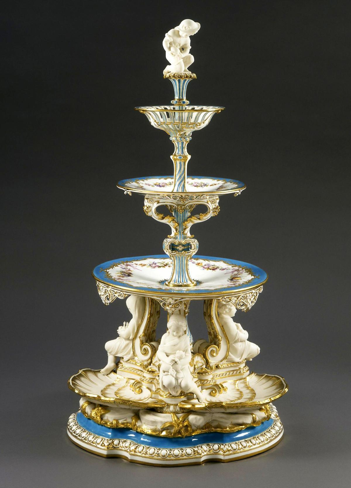 Victoria pierced tiered centrepiece for a dessert service