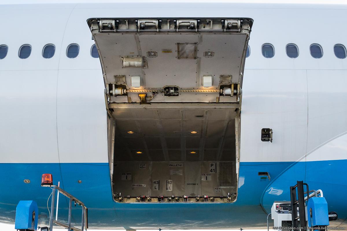 Багажник Boeing 777
