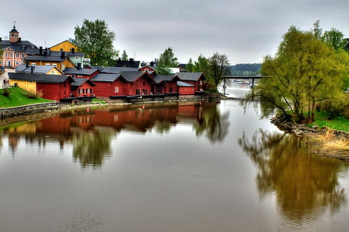 reflections finland river oldtown warehouses porvoo efs1855 woodenhouses canoneos1100d