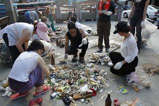 淨灘後垃圾分類已進行海洋廢棄物監測行動