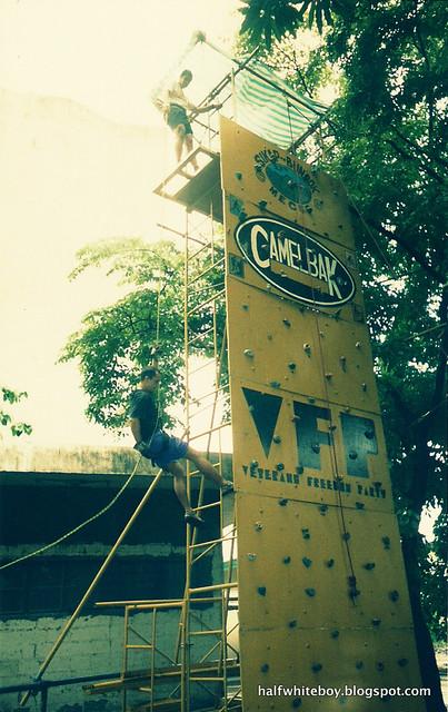 2013 08 xx_wall climbing in manila 02.png