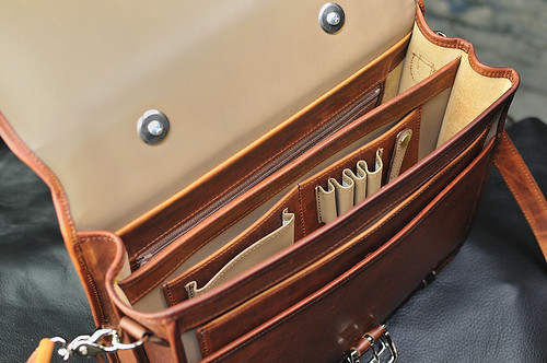Mitchell Leather Compact Classic: Interior View