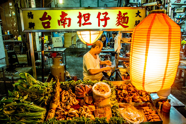 [台中 中區]–中華路夜市隨意吃–台南擔仔麵