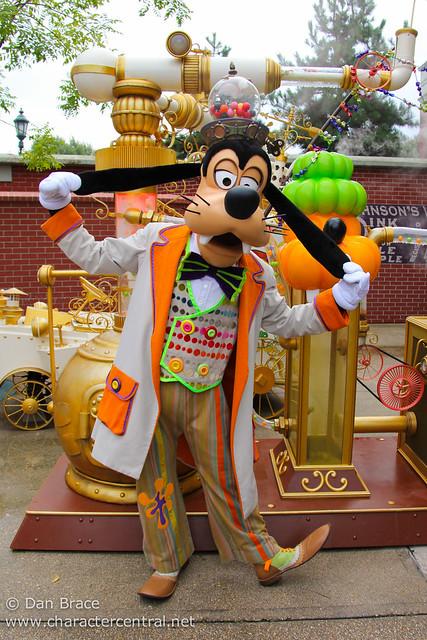 Meeting Halloween Goofy
