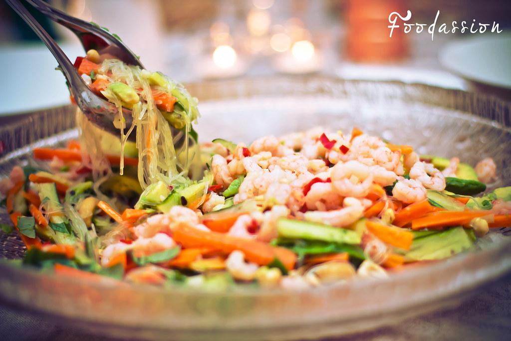 Aasialainen katkarapu-wasabisalaatti