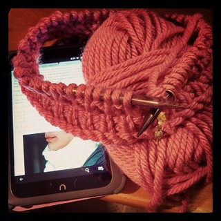 No, I shouldn't be casting on anything new, but I need to get a belated birthday gift done. #knitstagram #cowl #bulky #yarn #knitting #getyourkniton