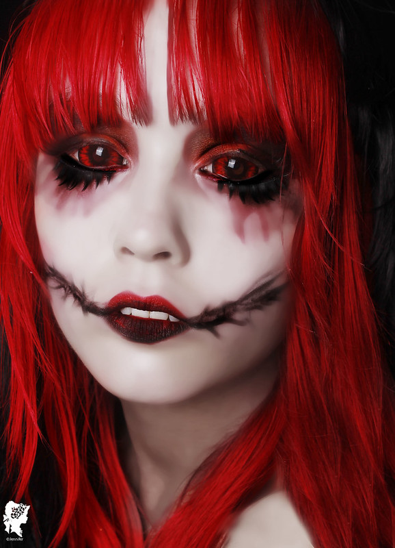review-Phantasee-Red-Black-Sclera-lens-Sunpyre16