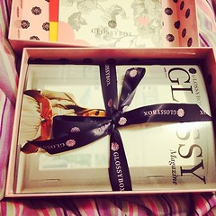 Happiness in a box  #glossybox #girls #happiness #happy #nantes #becool  Glossy Box tests et avis sur la box