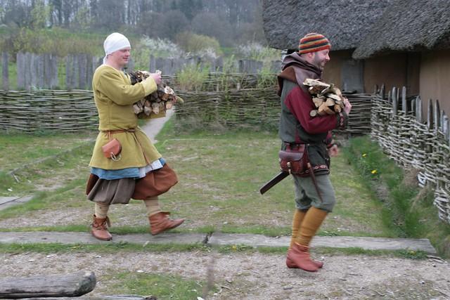 Genug Feuerholz für die Wikingerhändler und Holzdiebe - Museumsfreifäche WHH Wikinger Museum Haithabu WMH 17-04-2014