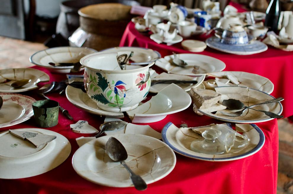 Utensilios de cocina empleados por la sociedad de hace 150 años son desplegados en las mesas del museo histórico de Paso de Patria, Ñeembucú. Muchos de estos hallazgos son resultados de excavaciones y otros en perfecto estado de conservación son donaciones de los pobladores. Nos dan una clara idea de cómo se vivía en esa época. (Elton Núñez)