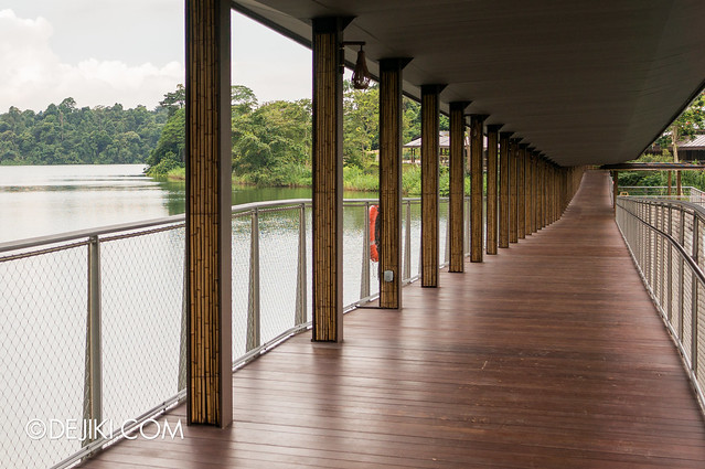 River Safari - The River flows / Viewing Deck