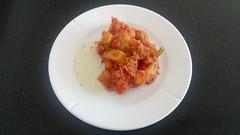 Stegte kartofler i rød soves med tomat og sennep