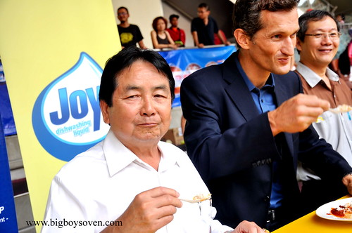 the Guinness World Record with JOY dishwashing liquuid 9
