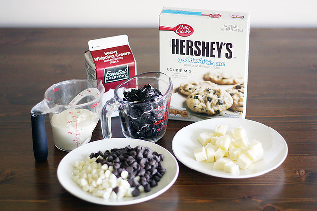 cookies + creme dessert pizza