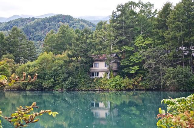 湖畔の隠れ家