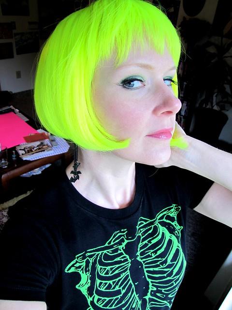 neon wig sideeye