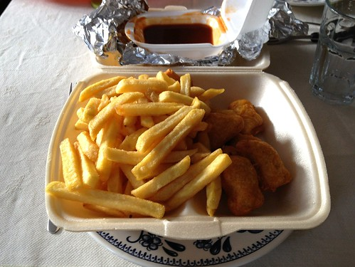 Chicken Nuggets & Pommes Frites