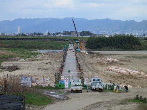 で、流され橋こと上津屋橋ももう少しで直りそう。