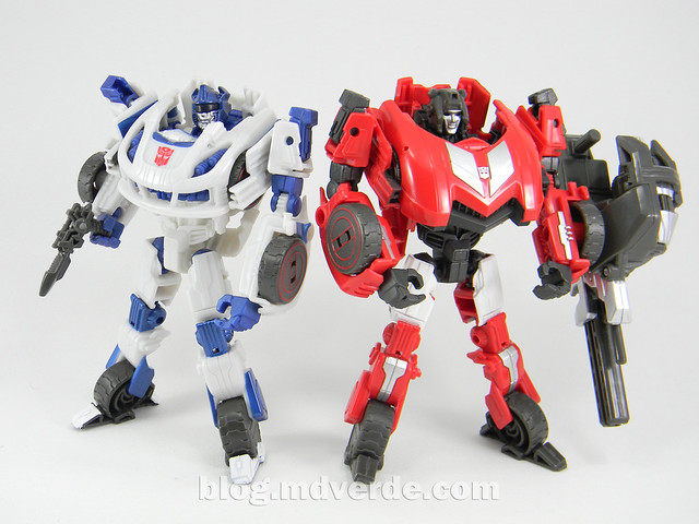 Transformers Sideswipe Deluxe - Generations Fall of Cybertron Edition - modo robot vs Jazz