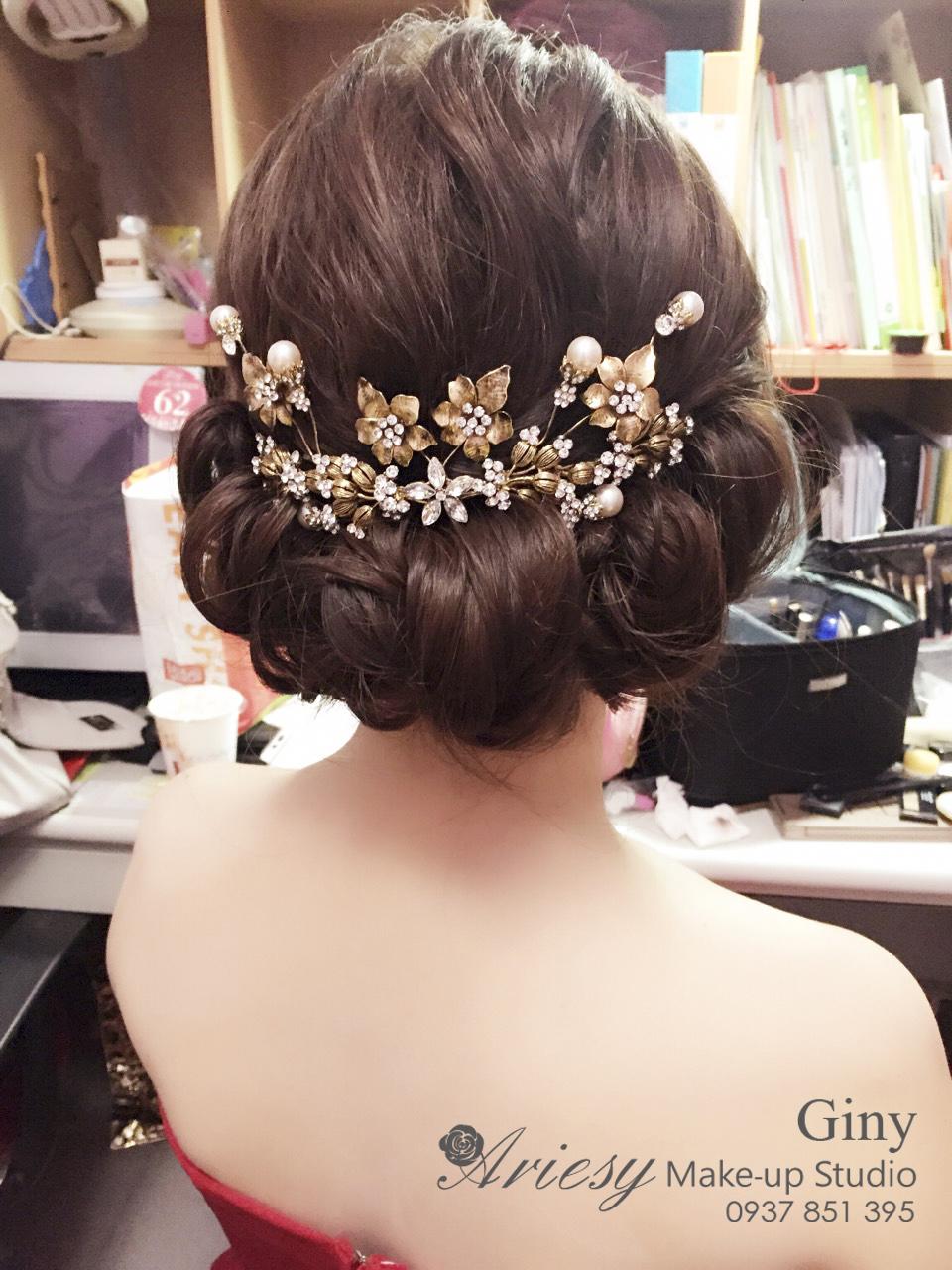 Giny,愛瑞思造型團隊,台北新娘秘書,新娘秘書,清透妝感,蓬鬆盤髮,歐美手工飾品,修剪劉海,韓風飾品