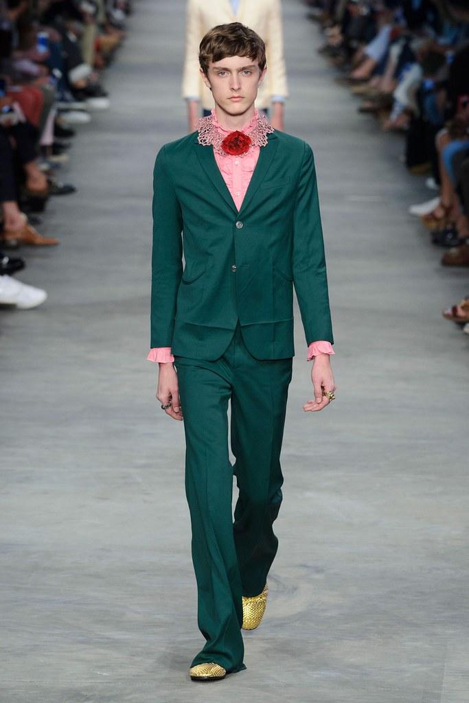 Jesper Trip3049_SS16 Milan Gucci(fashionising.com)