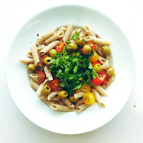 Wholegrain spelt penne pasta, tomatoes, olives, chilli infused extra virgin olive oil, a handful of parsley #vegan #vegetarian #salad #saladporn #saladpride #eatclean #healthnut #healthyfood #healthyfoods #healthylunch #healthysalad #healthyeating #health by Salad Pride