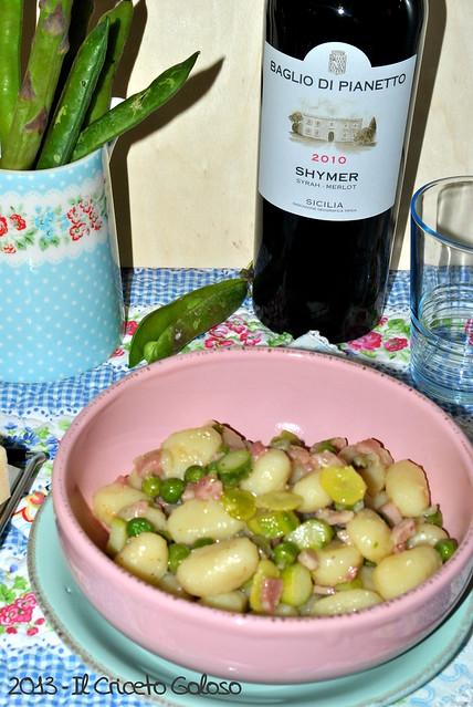 Gnocchi con asparagi, fave, piselli e pancetta (2)