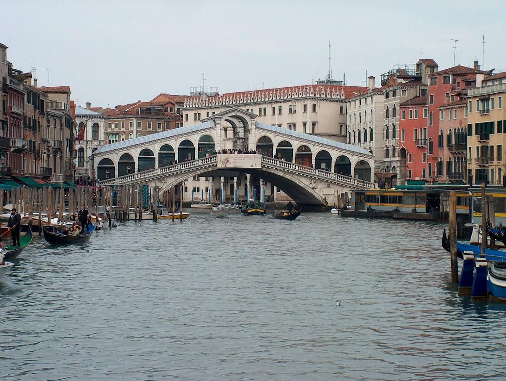 18. Vista del puente Rialto. Autor, Axel V