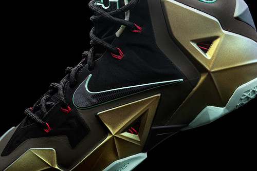 Lebron James Gives a more detailed look of the LEBRON 11 SNEAKER