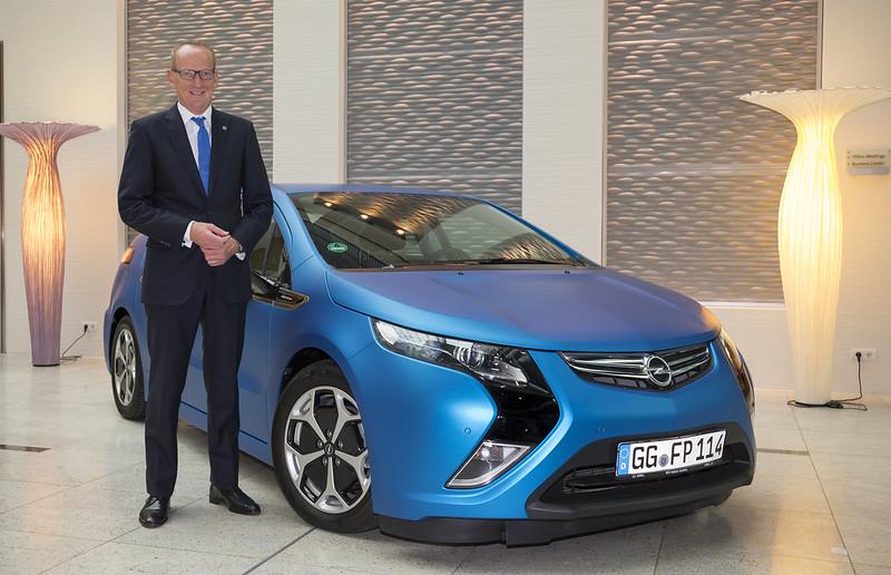 Opel-Chef Dr. Karl-Thomas Neumann am Ampera