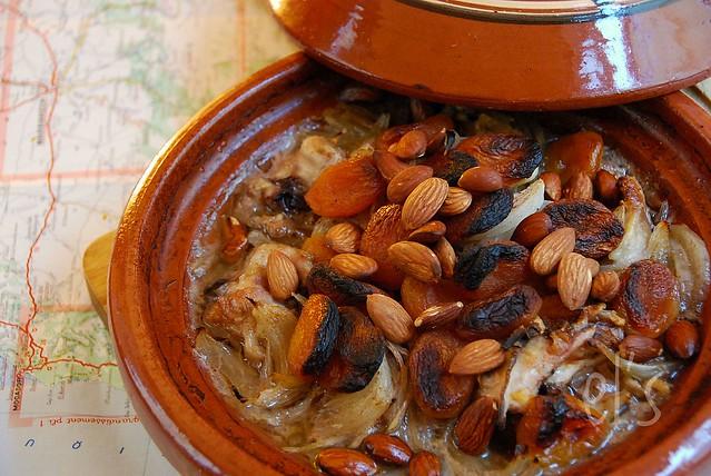 Tajine au four poulet abricot et amande recette tangerine zest - Plat a tajine induction ...