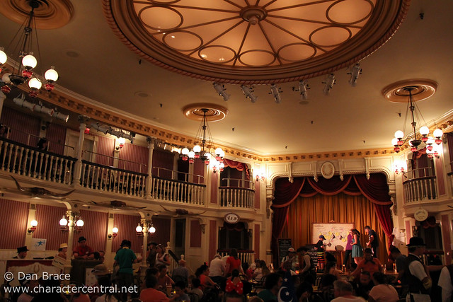 Taking a break at the Golden Horseshoe Stage