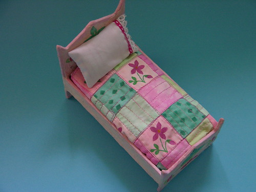 Doll bed mini quilt